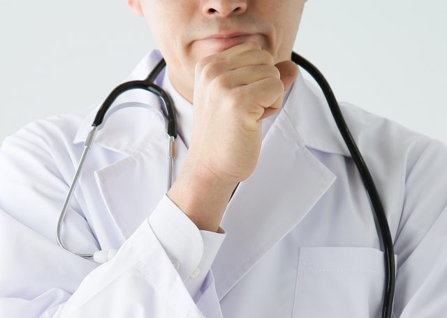 高圧的な態度で誤診する皮膚科の医者
