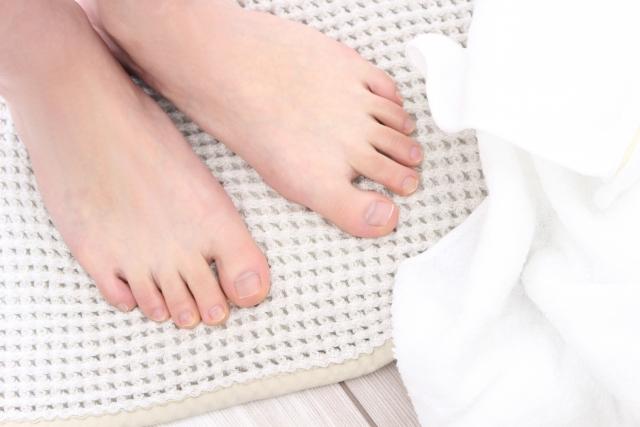 家族から爪水虫(爪白癬)が感染する恐れがあるバスマット